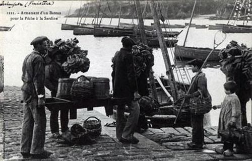 Quimper - Armement d'un Bateau pour la Pêche à la Sardine