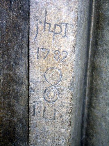 écrire sur la pierre