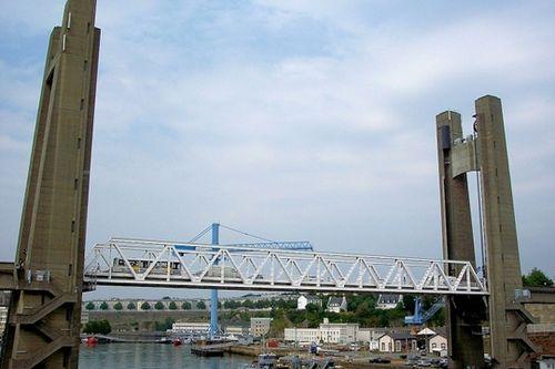 Contrairement à son ancêtre pont National, le pont de la Recouvrance est équipé d'un système de