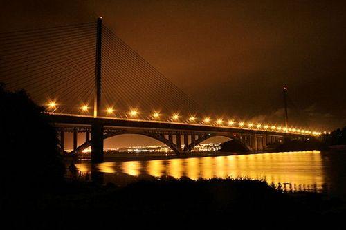 A la sortie de Brest en direction de Quimper, le pont de l'Iroise enjambe l'Elorn