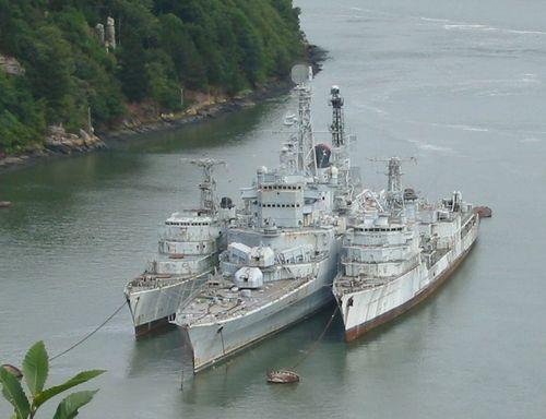 Cimetière de bateau de Landevennec  de gauche à droite Du Chayla  Colbert   Duperré