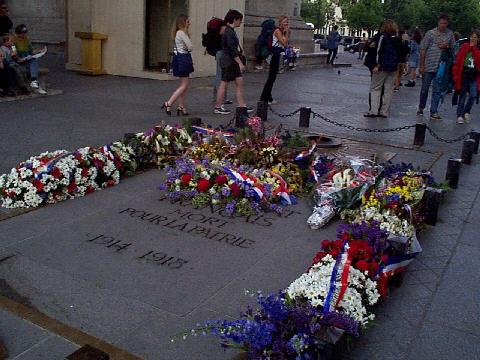 La tombe du soldat inconnu, sous l'Arc de Triomphe - juillet 1999